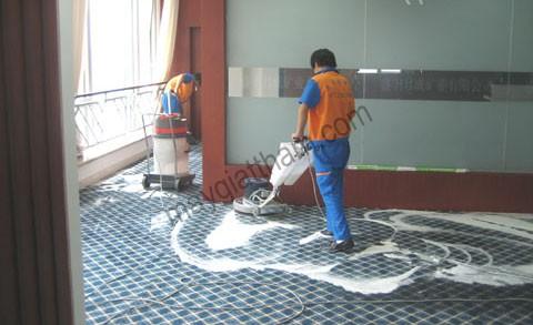 """Giá máy chà sàn giặt thảm công nghiệp thì thường """"nhỉnh"""" hơn các loại máy khác"""