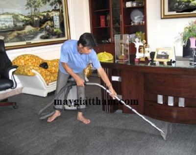 Máy giặt thảm công nghiệp HiClean được sử dụng làm sạch thảm trải sàn