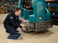 Khắc phục máy chà sàn kêu to khi hoạt động bằng cách vệ sinh chi tiết máy