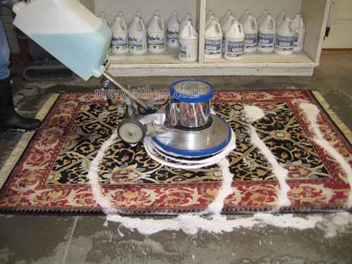 Máy chà sàn giặt thảm công nghiệp được sử dụng phổ biến rộng rãi hiện nay để vệ sinh thảm trải sàn