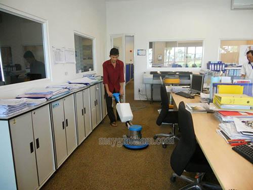 Máy chà sàn giặt thảm công nghiệp được sử dụng phổ biến trong vệ sinh bề mặt thảm trải sàn hiện nay