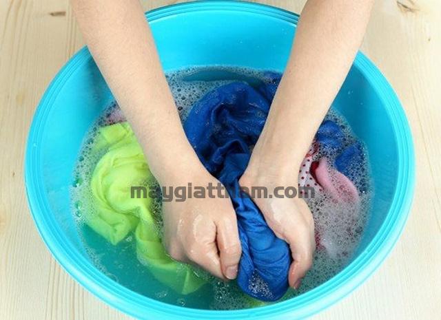 Cách làm cho quần áo không ra màu