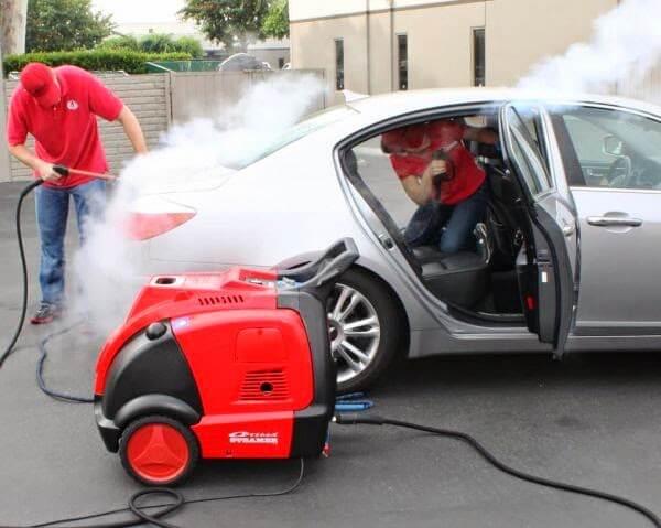 Rửa xe ô tô bằng hơi nước nóng