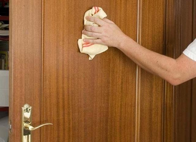 cách vệ sinh tủ gỗ công nghiệp bằng giấm