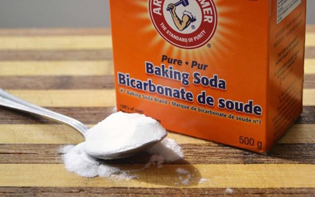 làm sạch thảm sợi tổng hợp bằng bột baking soda