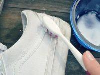 đánh giầy bằng kem đánh răng