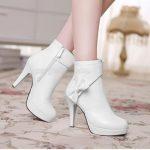 Giày da bị lấm bẩn đâu là giải pháp vệ sinh giày da trắng hiệu quả nhất?