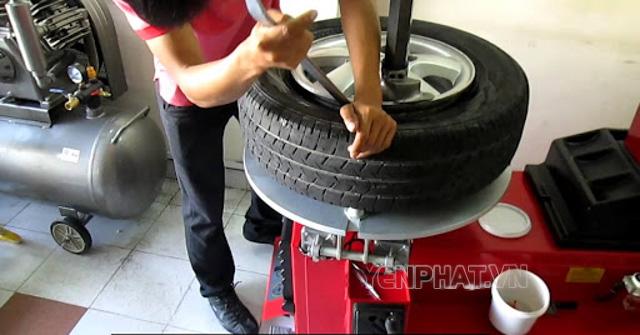 Máy ra vào lốp xuất hiện sau khi thế giới xuất hiện lốp không săm