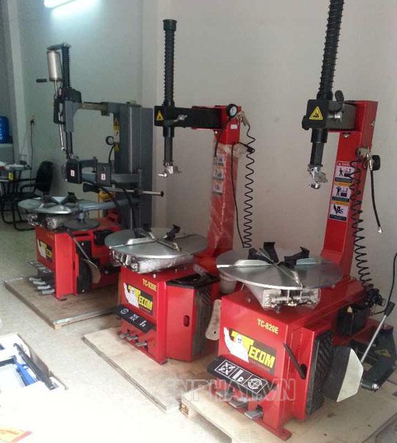 Chọn các loại máy ra vào lốp có thân dày, kích thước mâm phù hợp