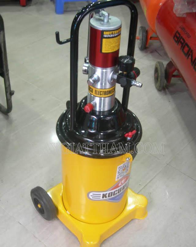 Bơm mỡ bằng khí nén cũng được nhiều người sử dụng để bơm mỡ cho máy xúc